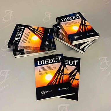 Diedut magasiner som ligger i tre bunker og som har et bilde av solen på forsiden